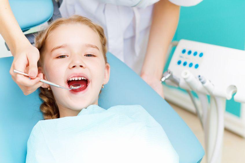 Cuándo llevar a tu hijo por primera vez al dentista