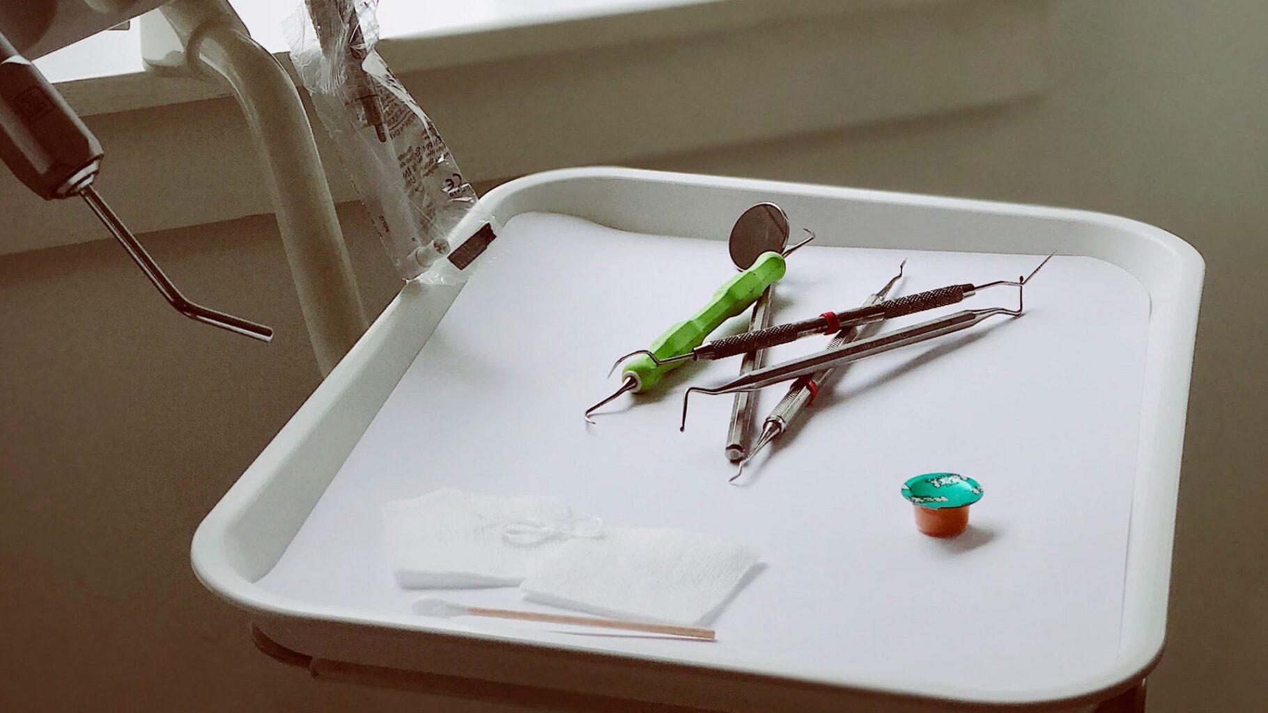 ¿Qué es el raspado dental?
